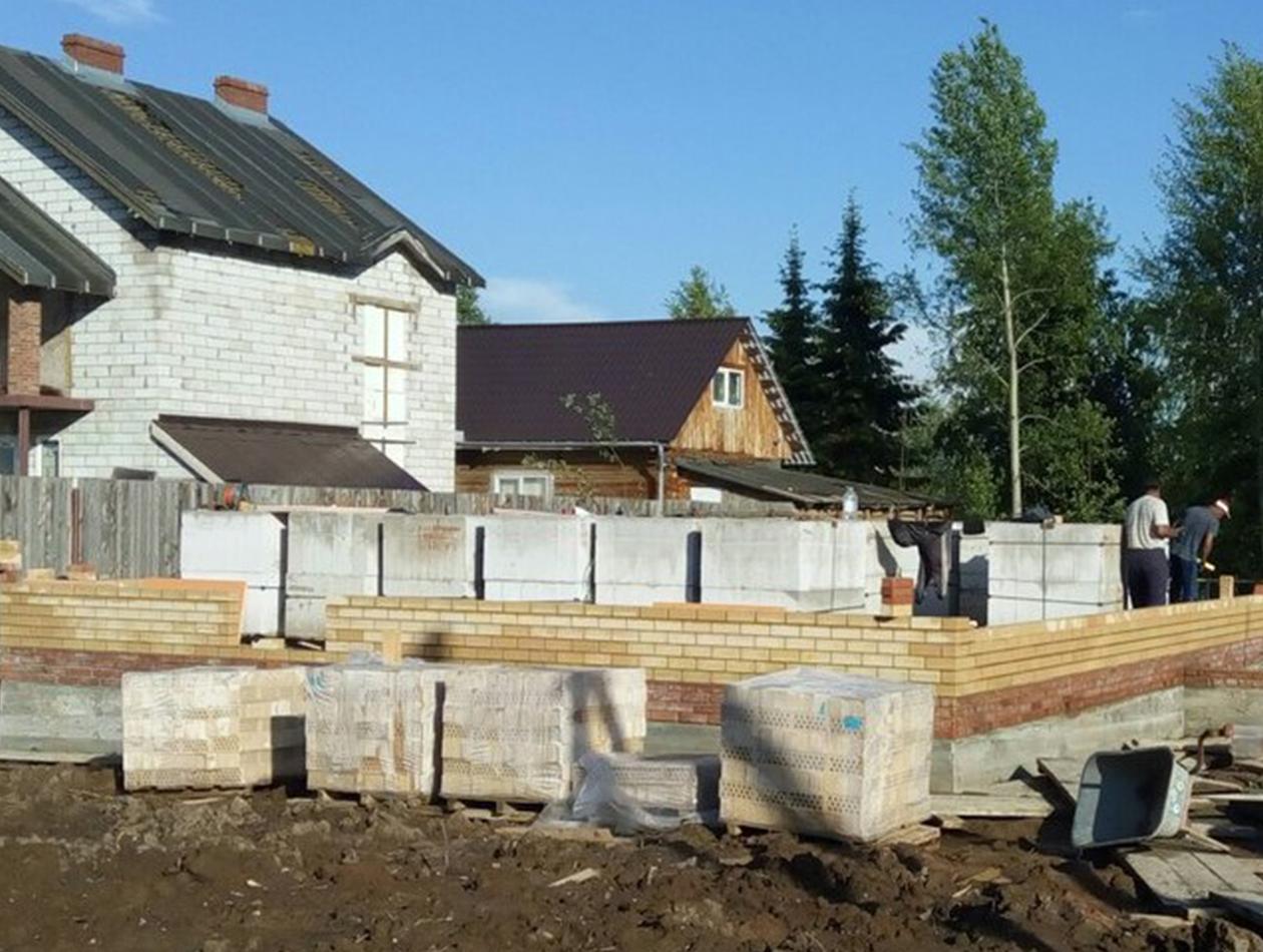 Начало работ по возведению стен дома