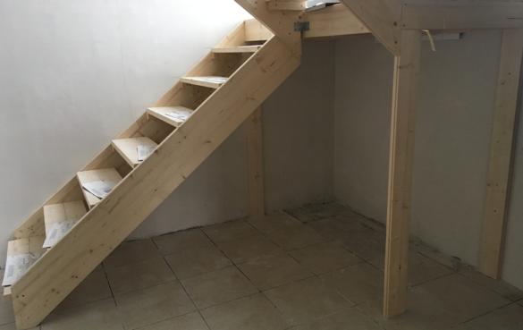 Устройство временной лестницы из шпунтованной половой доски