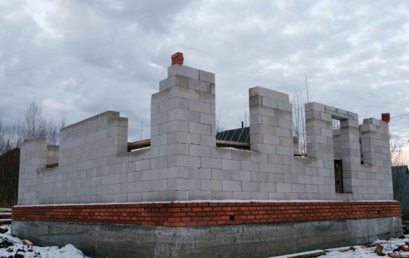 Возведение стен 1-го этажа из газобетонных блоков